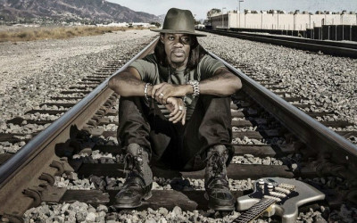 ERIC GALES «Middle Of The Road» (Provogue Records, 2017)